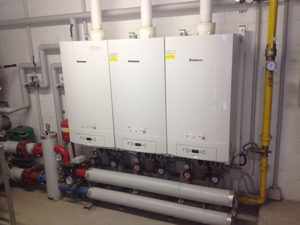 Centrale Junkers Bosch 300 KW centro commerciale a Piacenza